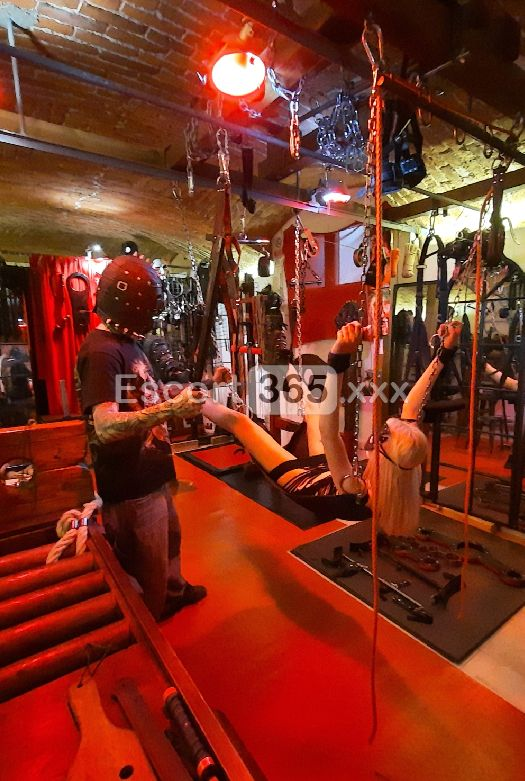 Dungeon Hedonism SM affitti a ore, Mistress Milano